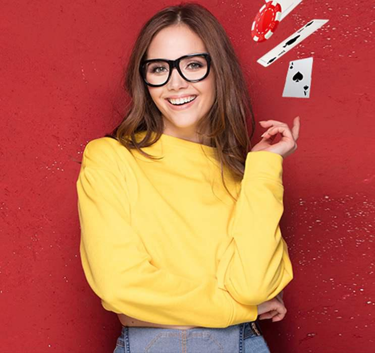 Online Blackjack female winner with glasses smiling