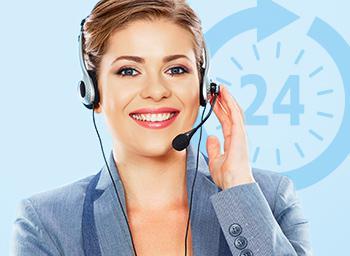 Female call center advisor